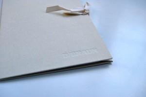 Carpeta personalizada con el logotipo de la empresa