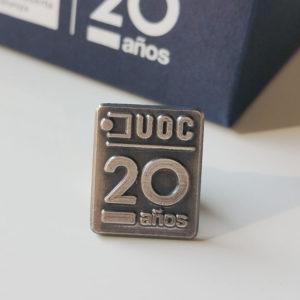 Pin como regalo original para aniversario de empresa